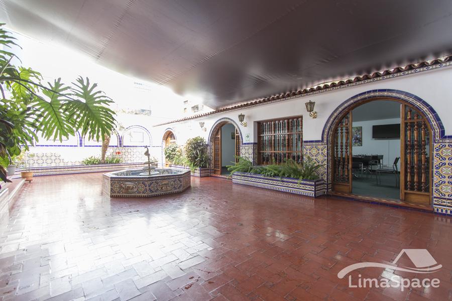 Hermosa y Amplia casa con licencia para Oficina en San Isidro
