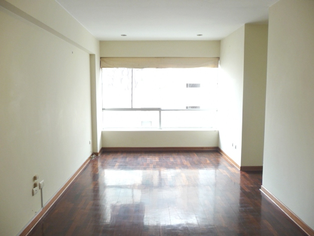Céntrico y luminoso departamento de 3 habitaciones en Miraflores sin muebles