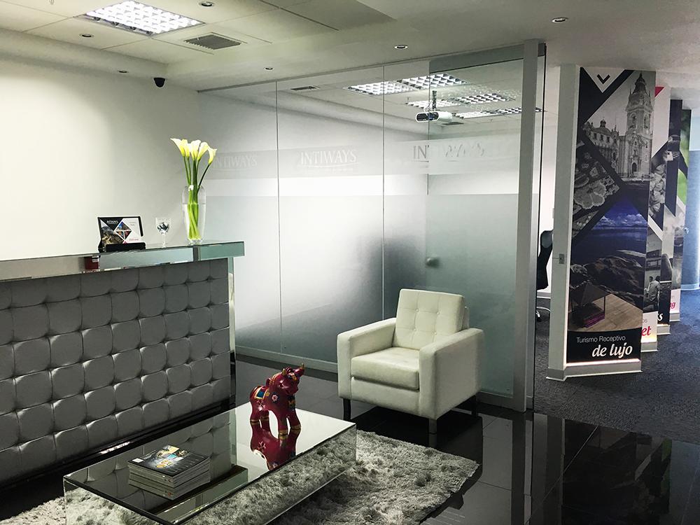 Exclusiva Oficina en el Centro Empresarial Platino finamente decorada, amoblada
