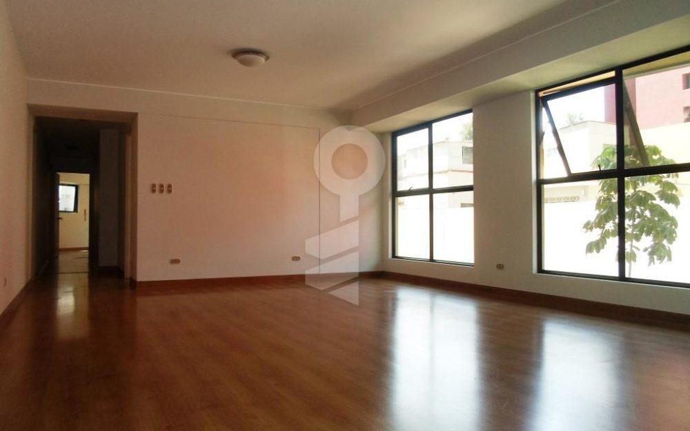 Amplio y céntrico departamento de 3 Dormitorios en San Isidro