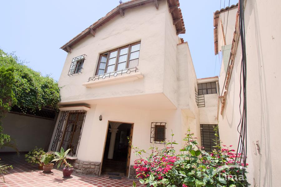 Espaciosa casa en Magdalena límite con San Isidro