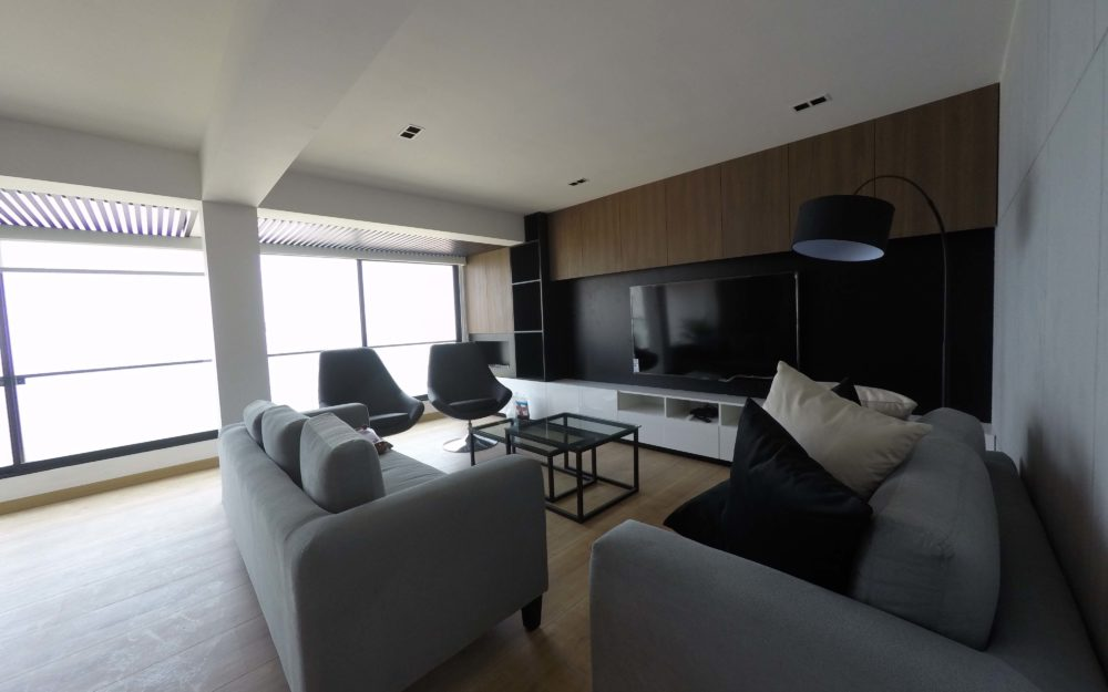 Penthouse de estreno en alquiler con acabados desing en el malecón Costa Sur – MIW96