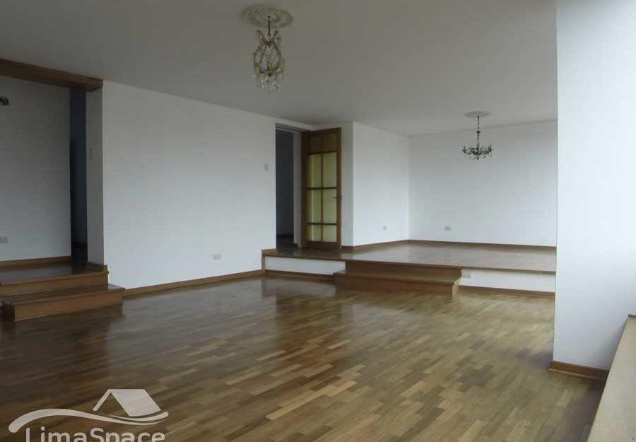 Amplio Departamento sin muebles en Miraflores Cerca al malecón