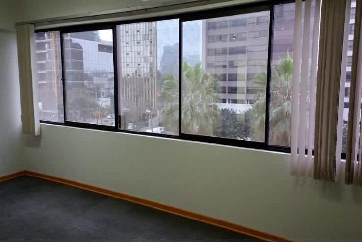 Excelente oficina ubicada en el centro financiero de San Isidro – SIW121