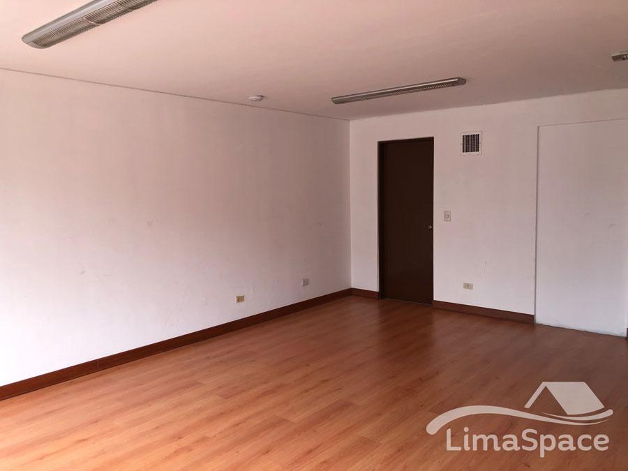 Mini oficina en excelente zona de San Isidro